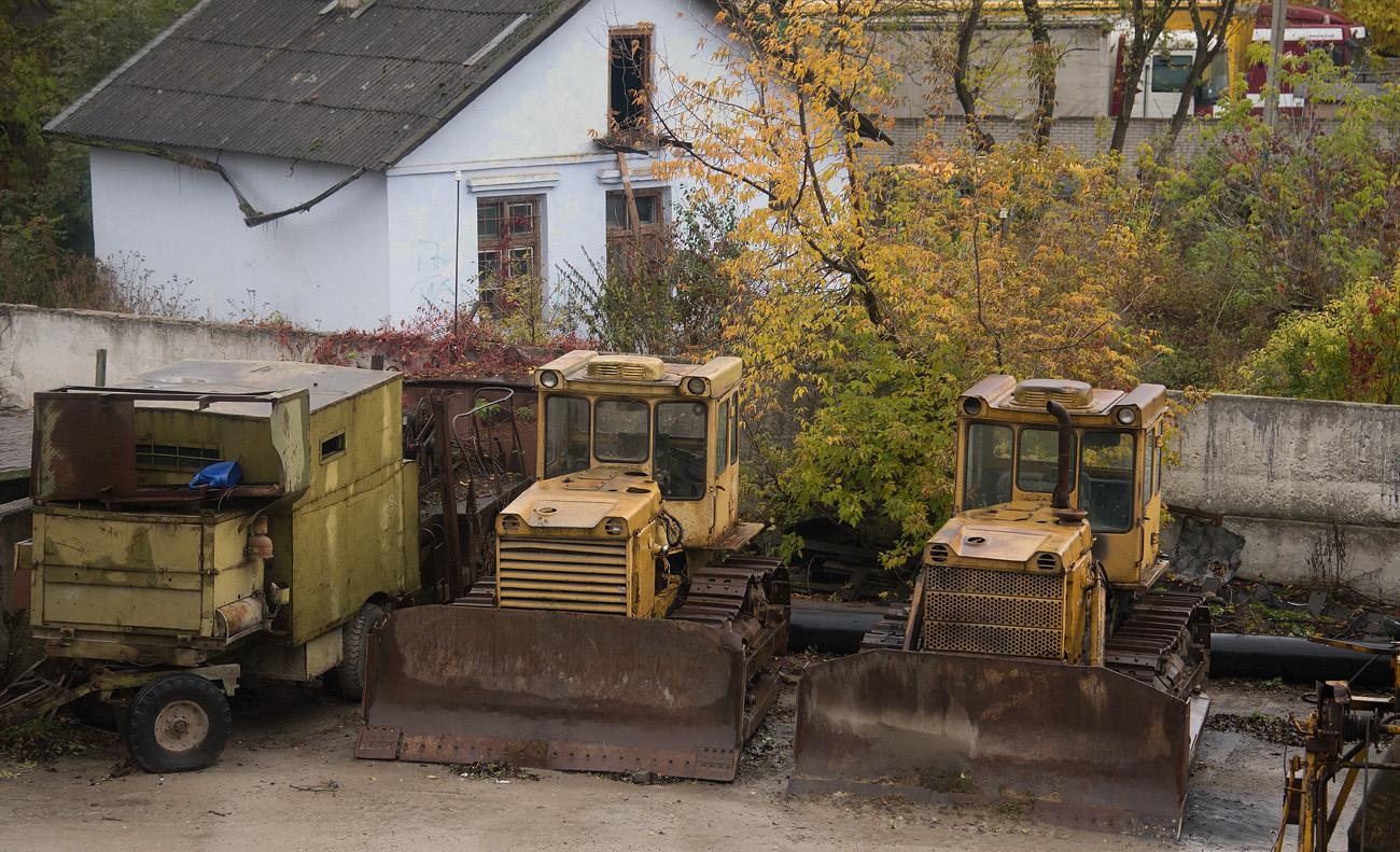 Бульдозеры на базе тракторов серий Т-130 и Т-170. Тернополь, улица Збаражская