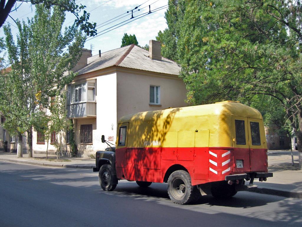 Аварийно-ремонтная машина АРТК-М. #031-03 НК. Николаев, улица Бутомы