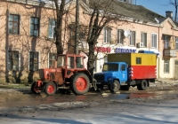 Трактор ЮМЗ-6АКЛ с гидронасосом и автомастерская РЖМ-52 на шасси ГАЗ-3307* . Николаев, улица Чигрина
