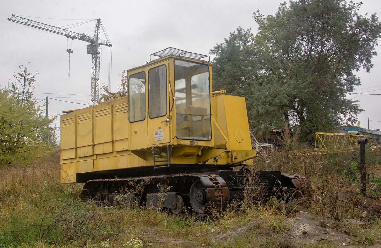Кран самоходный стреловой на гусеничном ходу Takraf RDK 160-2. Тернополь, ул. Сахарова