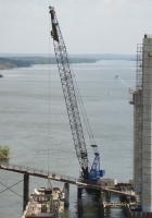 Кран Hitachi KH850 на строительстве мостов через Днепр. Запорожье, остров Хортица