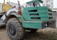 Одноосный тягач МоАЗ-546П в агрегате с краном МКТ-40. Севастополь