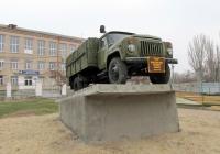 Автомобиль ГАЗ-53-12 на постаменте . Николаев, проспект Героев Сталинграда