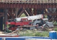 Кран МКТТ-63 в агрегате с одноосным тягачем  МоАЗ-6442. Запорожье, строительство мостов через Днепр