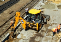 Экскаватор-погрузчик JCB 3CX #7891 ОУ 57 на реконструкции железнодорожной платформы. Орёл, Железнодорожный вокзал