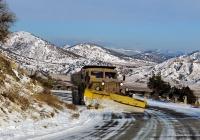 КрАЗ-256Б1 # 052-48 КО, оснащённый снежным плугом. Машина Судакской дорожно-эксплуатационной службы. Крым, шоссе Алушта - Феодосия, близ Весёлого