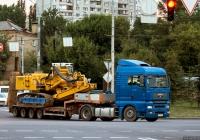 Автомобиль-тягач MAN* с буровой машиной Bauer BG 9 на трейлере. Киев, Голосеевская площадь