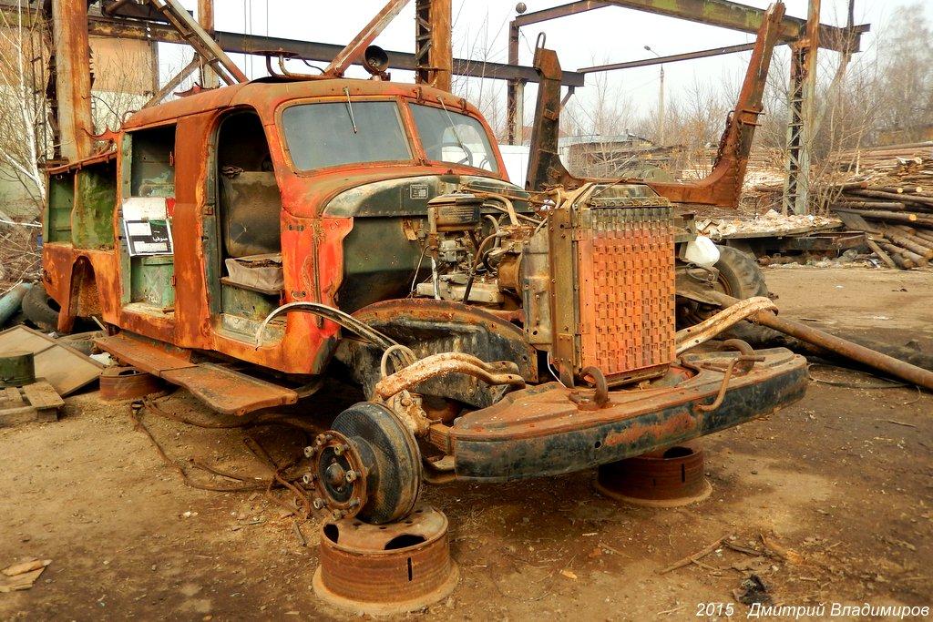 Пожарный автомобиль АЦ-30(164)-53А на шасси ЗиЛ-164А в процессе реставрации. Орёл, Молдавская улица