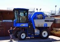 "Комбайн для уборки винограда New Holland Braud VL 6080. Израиль, Зихрон-Яаков, винодельня ""Тишби"""