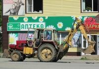 Экскаватор-погрузчик ЭО-2621В-2 на базе трактора ЗТМ-60*. Алтайский край, Змеиногорск, улица Пугачёва