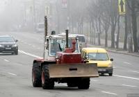 Трактор Т-150К с бульдозерным ножом и  цепной баровой установкой. Киев, проспект Науки