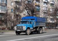 Автомобиль с бортовой платформой на шасси ЗиЛ-130 #AІ 1043 АВ. Киев, проспект 40-летия Октября