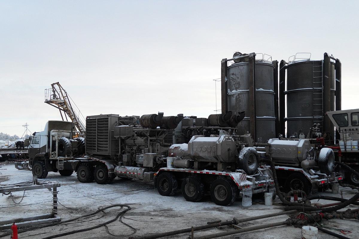 Насосная установка для гидроразрыва пластов на шасси полуприцепа, #АО 2799 86. Ханты-Мансийский АО, Приобское месторождение