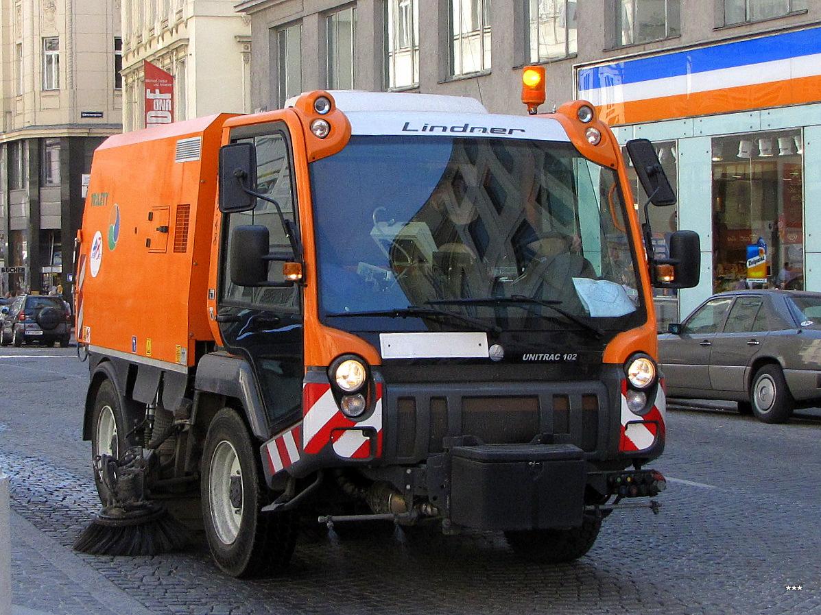 Машина уборочная Linder-Unitrac 102. Австрия, Вена