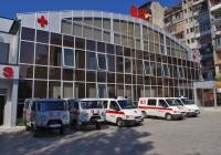 Дежурные автомобили скорой медицинской помощи УАЗ-3962* и Ford Transit* на городской станции скорой помощи г. Кутаиси. Грузия, Кутаиси, ул. Бухаидзе