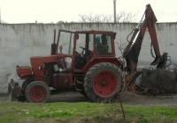 Экскаватор-бульдозер ЭО-2103 на базе трактора ЮМЗ-6* с грейфером. Севастополь