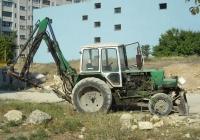 Экскаватор-бульдозер ЭО-2621В-2 на базе трактора ЮМЗ-6КЛ с гидромолотом. Севастополь