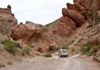 Автомобиль скорой медицинской помощи УАЗ-39629  #B 844 BP на горной дороге. Алматинская область, Уйгурский район, Чарынский каньон