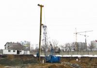 Кран МКГ-25БР со сваебойным оборудованием (гидромолот). Алтайский край, Барнаул, проспект Строителей