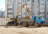 Экскаватор ЭО-3323 #14849 КН и самосвал МАЗ-5551 #А 764 РС 82. Крым, Евпатория