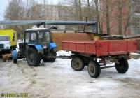 Трактор Беларус-82.1 #6823 ТМ 69 с двухосным прицепом 2-ПТС-4 #6829 ТМ 69 . Россия, Тверская область, Удомля, улица Энтузиастов