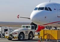 Аэродромный тягач TUG GT35 #2779 KA 82. Крым, аэропорт Симферополь