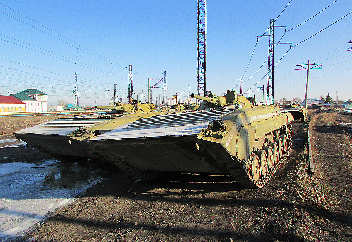 Боевые машины пехоты БМП-1. Новосибирская область, Коченёвский район, посёлок Чик