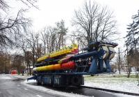 Мобильный парковый аттракцион на шасси полуприцепа. Территория ВВЦ (ВДНХ), Москва