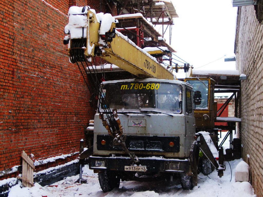 Автокран СМК-14 на шасси МАЗ-5337 #М 913 ОР 43. Киров, улица Блюхера
