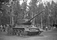 Танк Т-34-85 на выставке «60 лет советскому кино» . СССР, Москва, ВДНХ
