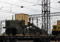 Автогрейдер ДЗ-122 во время транспортирования железнодорожным транспортом. Алтайский край, Новоалтайск