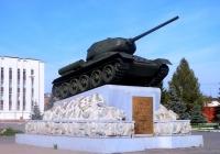 Танк Т-34-85 на постаменте. Свердловская область, Нижний Тагил, Восточное шоссе