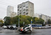Коммунальная машина на гусеничном ходу ГТ-006 Bobcat 7590. Москва, Большая Академическая улица