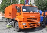 """Подметально-уборочная машина КО-318А """"Вихрь"""" на шасси КамАЗ-43253. Курган, улица Гоголя"""