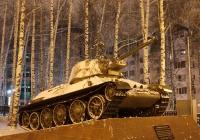 Танк Т-34-76 на постаменте. Ханты-Мансийск