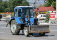 """Трактор МТЗ-80.1 """"Беларусь"""" с бульдозерным ножом. Курган, Станционная улица"""