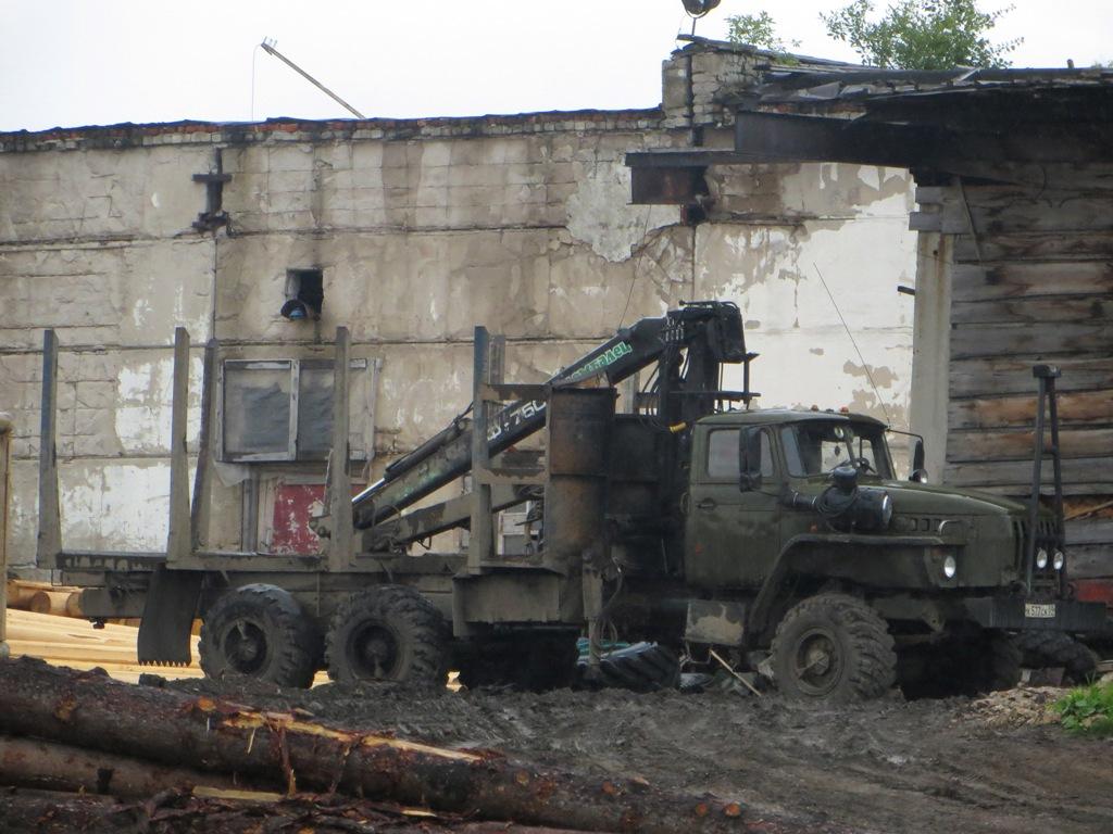 Лесовоз Урал-43204 с КМУ Ф-750 #К 577 СК 59. Пермский край, Шумихинский