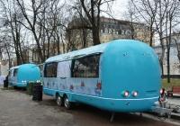 Прицепы-торговые лавки (фудтраки) Air Van на базе трейлера Airstream. Москва, Тверской бульвар