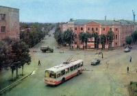 Грузопассажирское такси ГАЗ-51Р в транспортном потоке. Калуга, улица Ленина, 70-е гг. XX в.