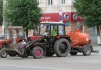 Экскватор-погрузчик ЭО-2626 на базе трактора МТЗ-82* с прицепным автогудронатором АГ-1,2. Курган, улица Гоголя