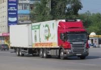 Рефрижераторный автопоезд в составе тягача Scania P360* #Х 904 КО 45 и двухосного прицепа . Курган, Станционная улица