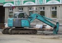 Экскаватор Kobelco SK135SR. Курган, улица Куйбышева