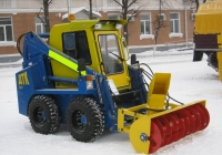 ДТК-900 с навесным шнековым снегоочистителем. Курган, улица Гоголя