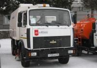 Машина вакуумная подметально-уборочная КО-318М  на шасси МАЗ-5337А2-383 #У 520 КМ 45. Курган, улица Гоголя