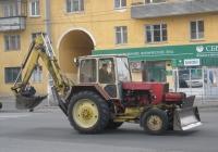 Экскаватор-бульдозер ЭО-2621В-2 на базе трактора ЗТМ-60*. Курган, улица Коли Мяготина