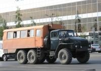 Вахтовый автобус ТС-4221 на шасси Урал-4320-10 #Е 193 РА 74. Курган, улица Ленина