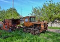 Трактор ДТ-75* с плугом. Молдова, Каушанский район, село Хаджимус