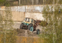Фронтальный погрузчик на тракторе ЮМЗ-6*. Запорожская область, Васильевский район, с. Балки
