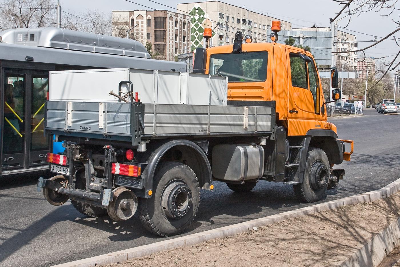 Локомобиль на базе Mercedes-Benz Unimog U400. Алматы, проспект Абая