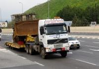 Седельный тягач Volvo FH16.520 #264910-צ транспортирует бронированный бульдозер Caterpillar D9  . Изриль, Хайфа